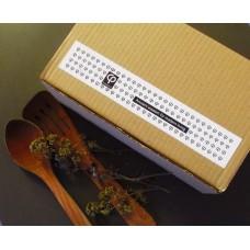 Δώρο με οκτώ (8) καρυκεύματα βοτάνων σε οικολογικό  κουτί kraft